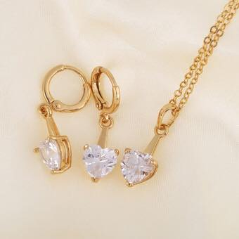 18 karat gold set with necklace and earring